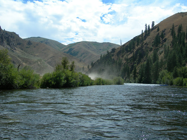 Picture of the Boise river from the raft