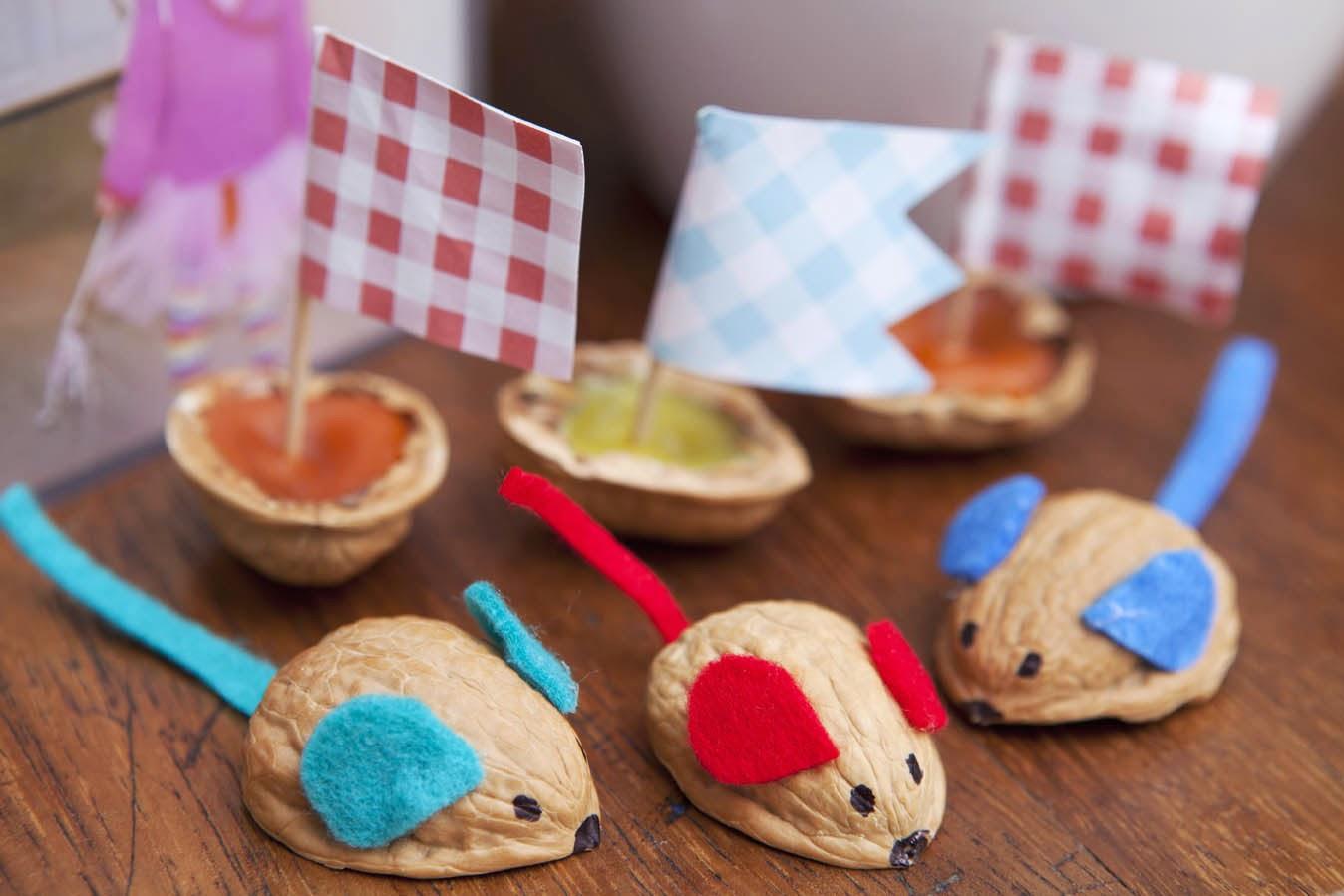 Игрушки для маленьких детей из подручных материалов