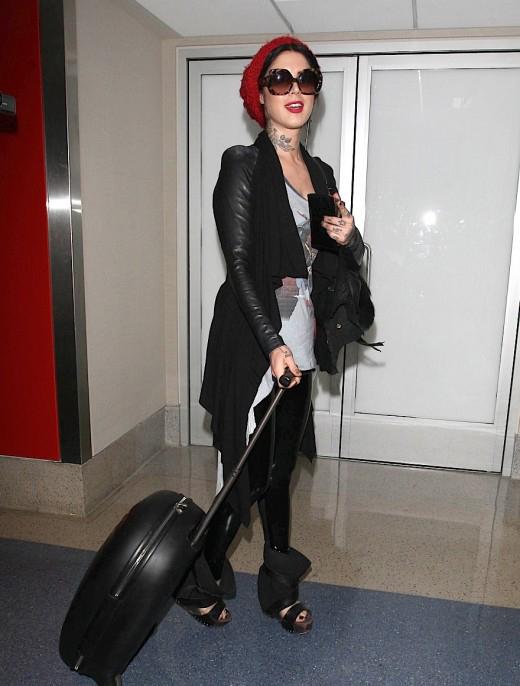 Kat Von D Catches A Flight » Gossip | Kat Von D