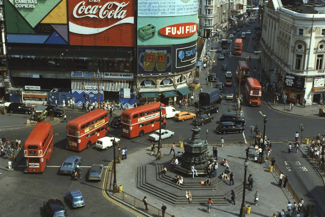 25 Fascinating Photographs Give a Rare Glimpse of Life in London in the 1970s