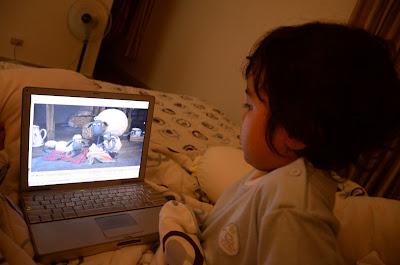 Kecil watching Baa