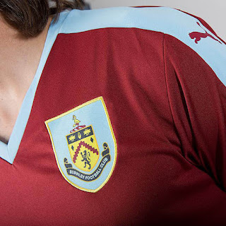gambar detail pemain mengenakan jersey terbaru musim depan Jersey Burnley FC  2015/2016