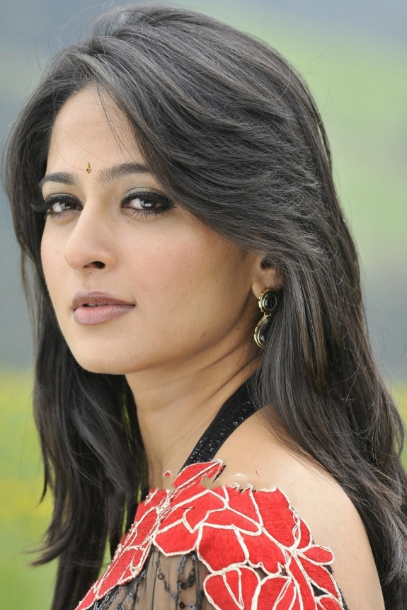 Anushka Shetty Latest Hot Photos In Saree ~ Film