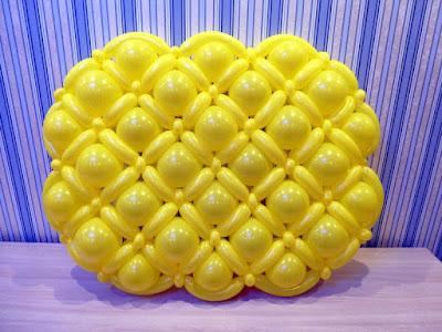 Панно из воздушных шаров на двухслойном каркасе из ШДМ