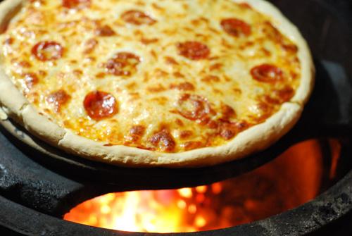 pepperoni pizza on big green egg