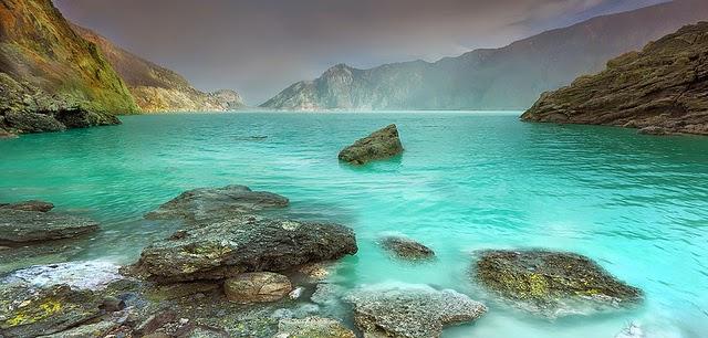 danau hijau kawah ijen