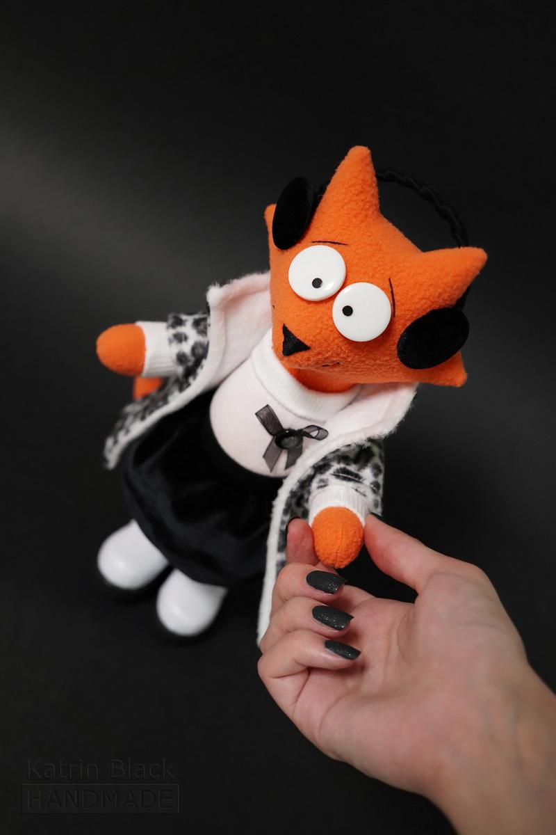 Интерьерная игрушка из флиса - лиса в юбке.