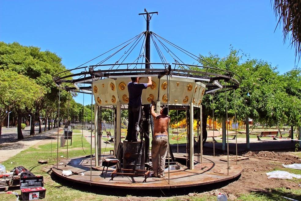 Instalan moderna calesita en el Parador Turístico