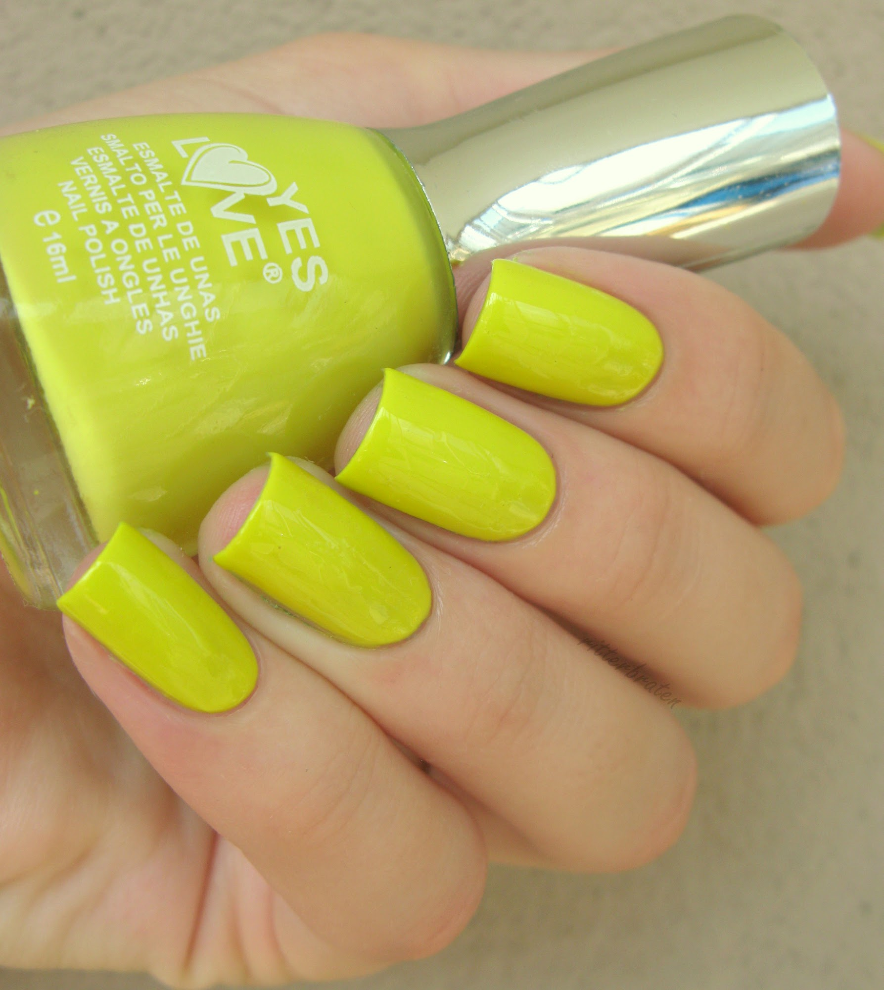 nail polish lime colour