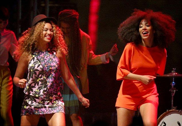 Suddenly out,‭ ‬Beyonce knowles shocked the spectator at Coachella‭ ‬2014‭ ‬as she collaborated her show with sister,‭ ‬Solange on Saturday night.