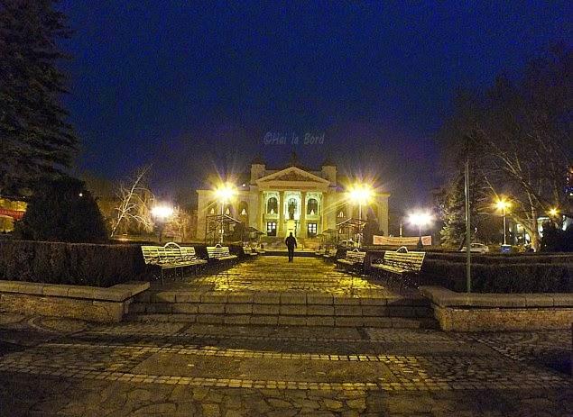 teatrul national iasi noaptea