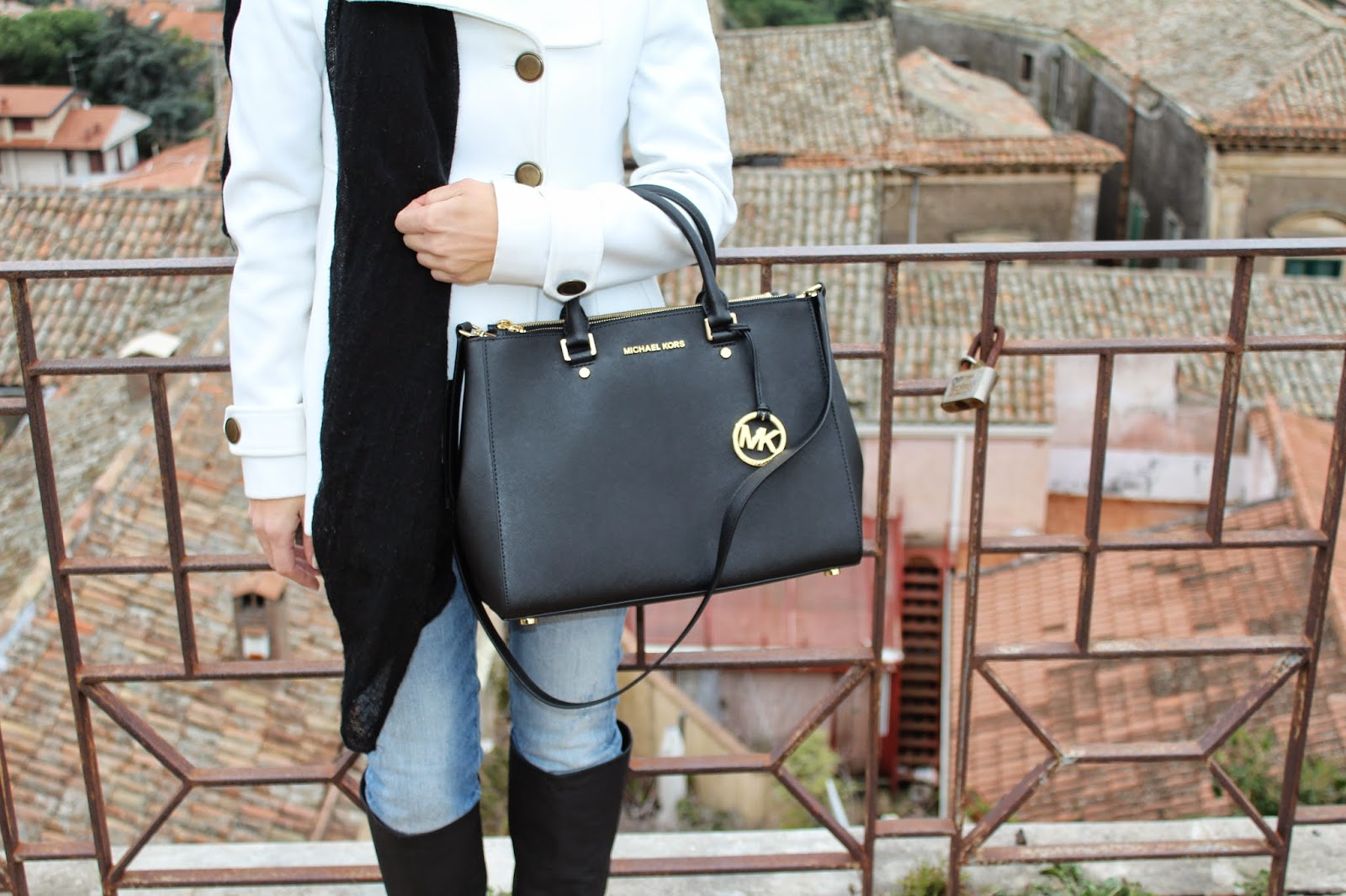michael kors sutton bag outfit