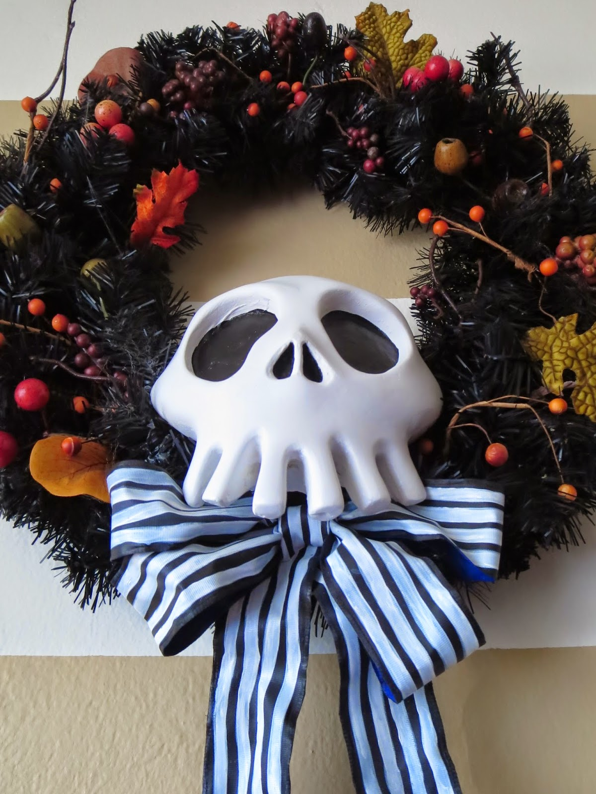 DIY Nightmare Before Christmas Halloween Props: DIY Black & White ...