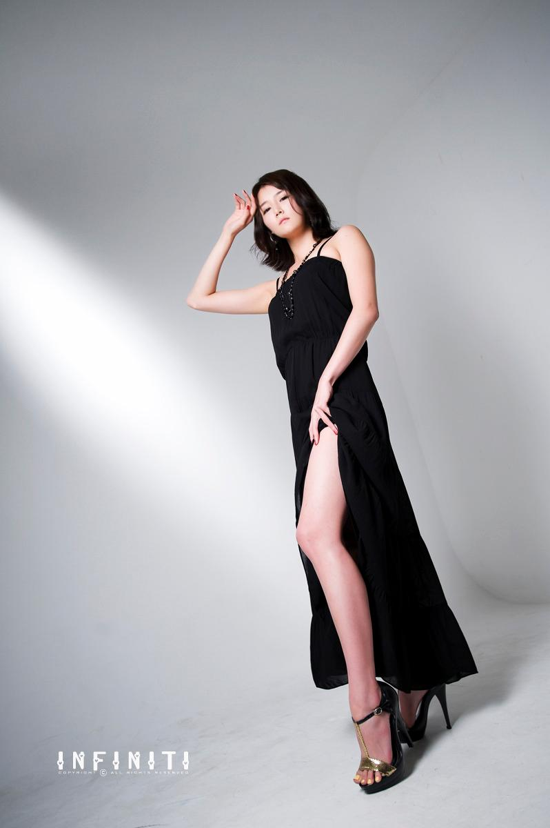 Han Ga Eun in Sexy Black Dress
