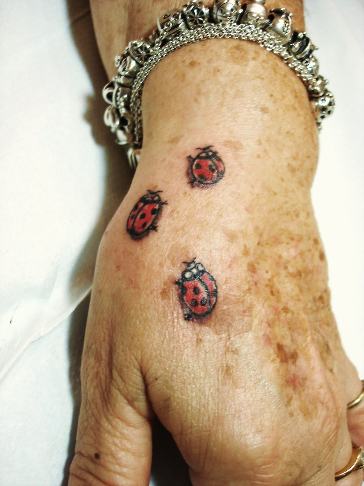 Toop Tattoo: Flores Mariposas y Mariquitas Tattoo Alicante