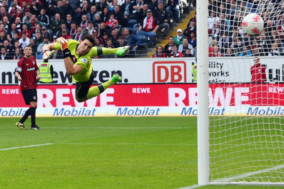 Düsseldorf goalkeeper Fabian Giefer is unable to save a goal from Frankfurt's Alexander Meier