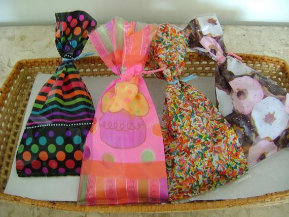 saquinhos decorados para colocar palha italiana , biscoitos , fudges