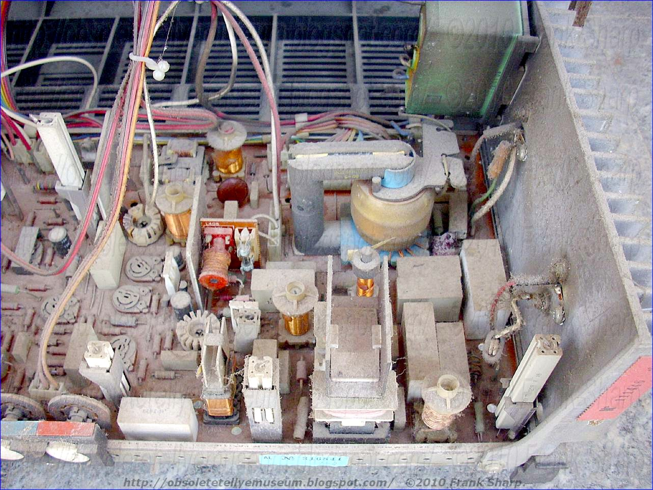 Obsolete Technology Tellye Indesit Type Tc26si Chassis B Vv708 Parallel Lc Circuit Http Electronicsclubforengineersblogspotcom An Electron Beam Deflection For A Cathode Ray Tube With Electromagnetic By Means Of Sawtooth Current Waveform Having Trace Portion