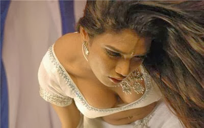 actress cleavage show in dancing