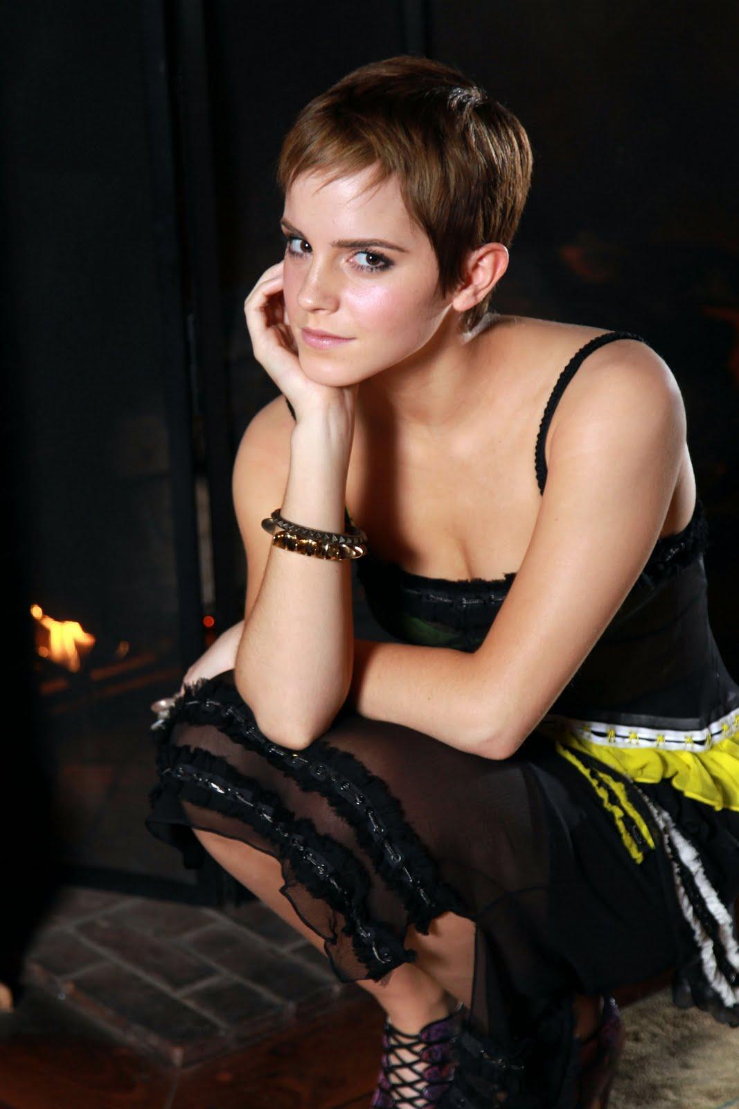 http://2.bp.blogspot.com/-UkSgYBRJiA4/TbykOH0yO6I/AAAAAAAACmc/W1xlKdkLpvk/s1600/Emma+Watson+-+Women%2527s+Wear+Daily+Photoshoot+7.jpg