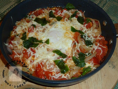 Tomatada com ovo escalfado