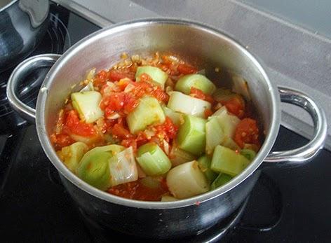 Puerros con tomate