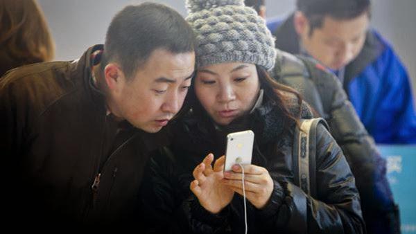 """غريب.. زوجان صينيان يبيعان ابنتهما لشراء هاتف """"آيفون"""" !"""