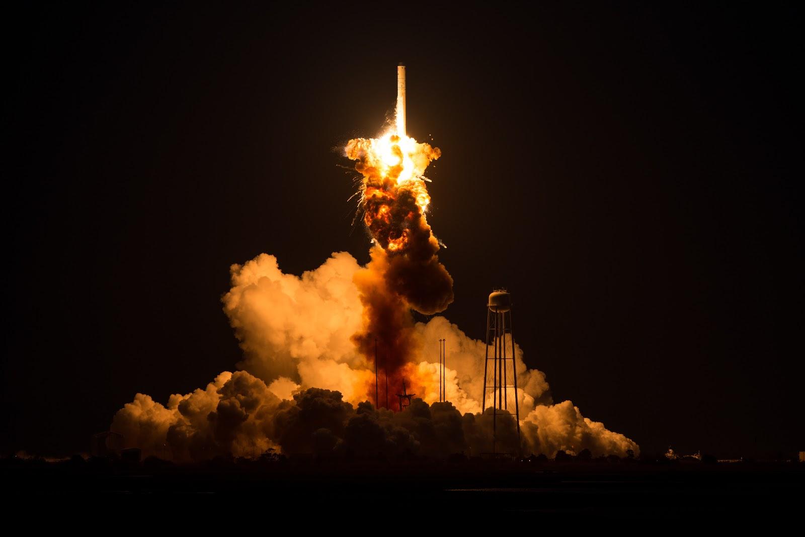 Vụ nổ xảy ra vào chiều ngày 28/10/2014, chỉ sau 6 giây hỏa tiễn được phóng lên. Bản quyền hình ảnh : NASA/Joel Kowsky.
