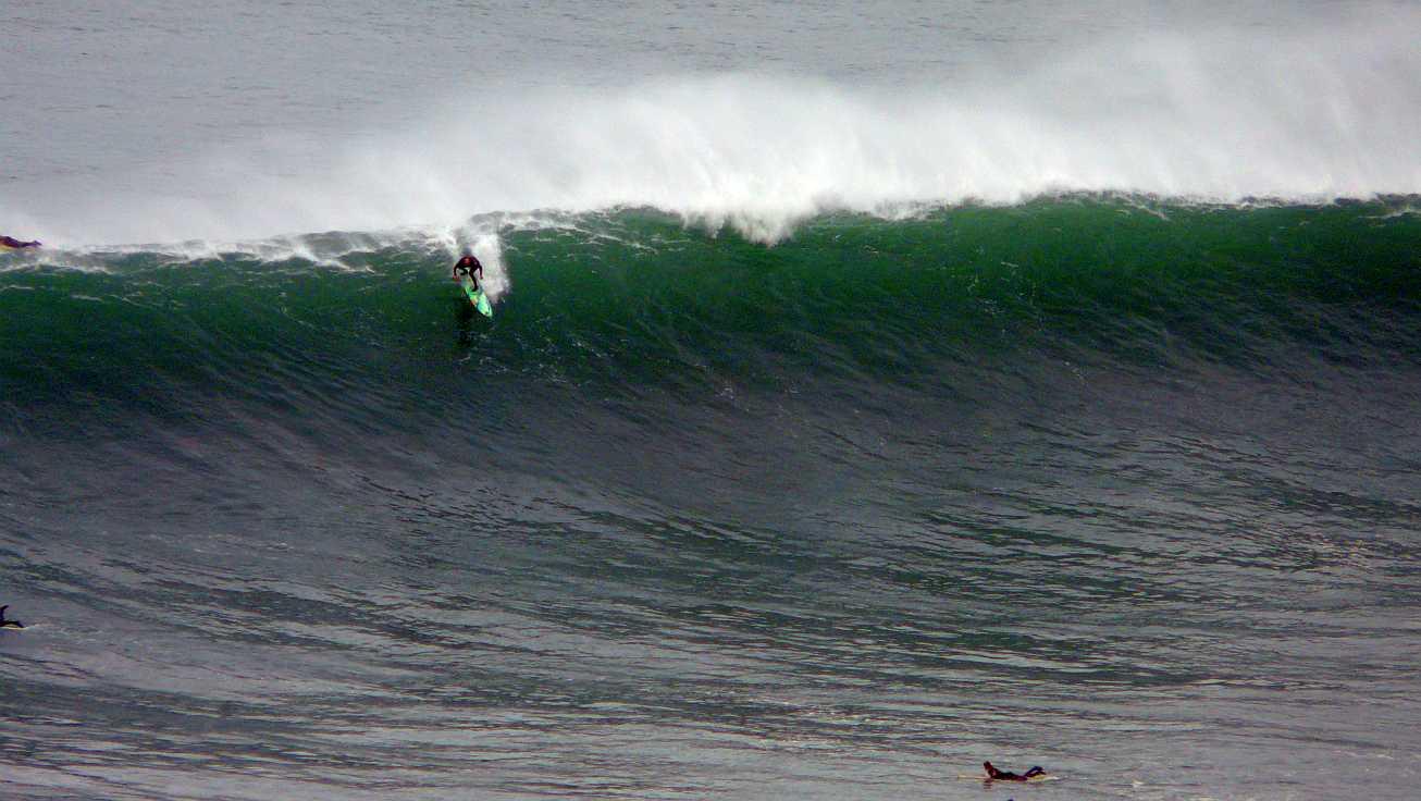 surf menakoz diciembre 2015 olas grandes 46