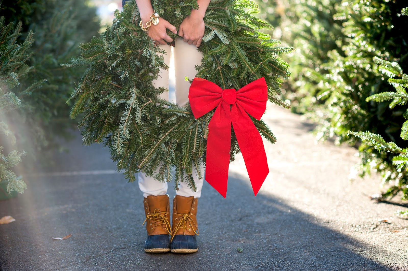 adorable-christmas-wreath-blog-pictures-with-duck-boots