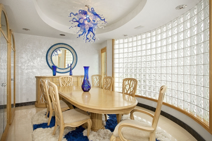 Dining table in Modern villa in Tampa Bay