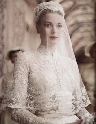 Princess Grace in 1950s vintage lace wedding dress. A guide to vintage lace wedding dresses, c Heavenly Vintage Brides
