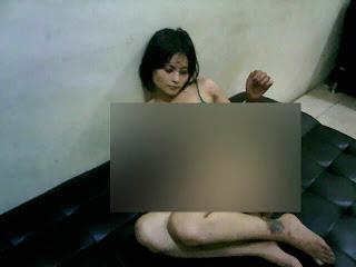hot Foto Bugil Novie Amalia di Kantor Polisi