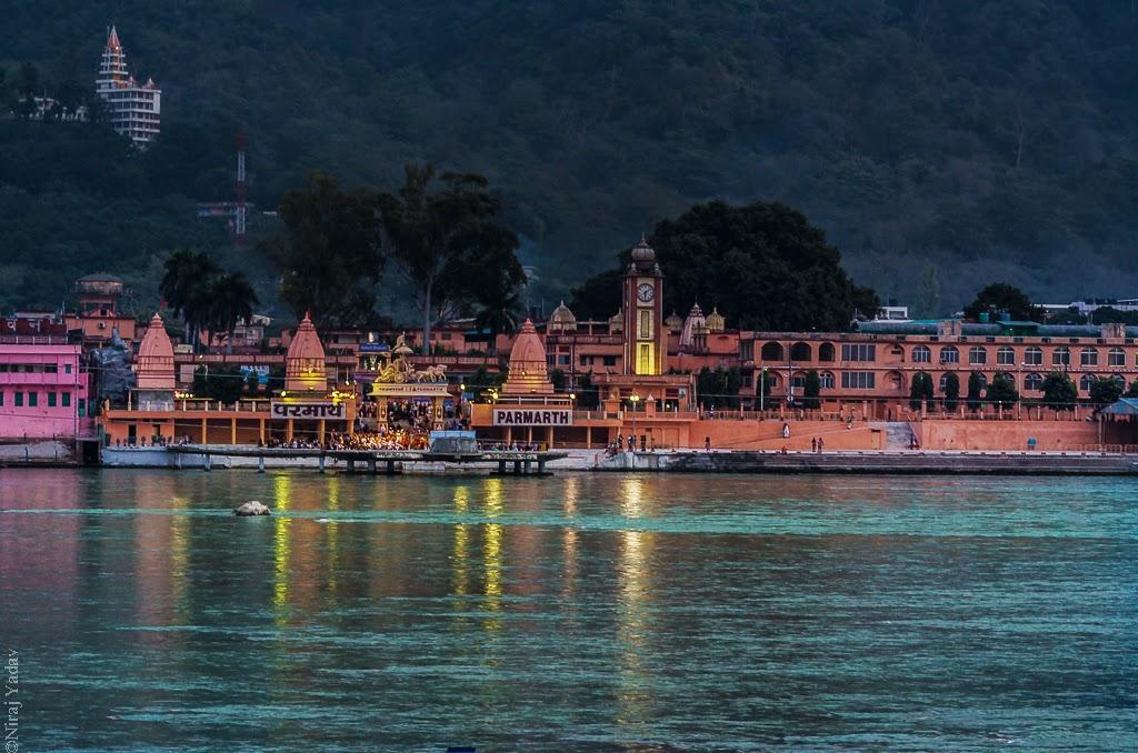 Ganga ghat in Rishikesh, budgetyatri