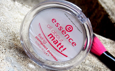 Essence All About Matt Fixing Compact Powder review, Essence matt compact review, Colorless Compact matte powder review, Essence All About Matt Fixing Compact Powder swatch , Essence Powder