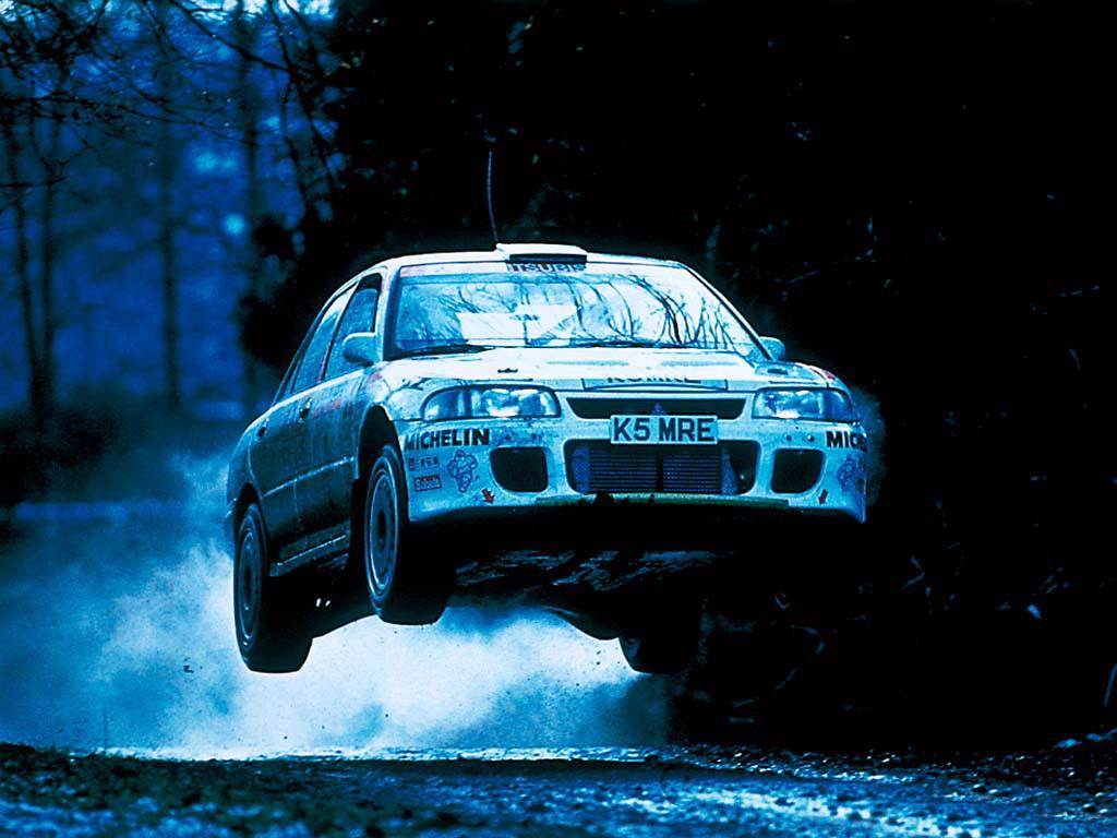 Mitsubishi Lancer Evolution I, CD9A, sportowy sedan, pierwsza generacja, popularne samochody z napędem na cztery koła, kultowe auta, rajdówki