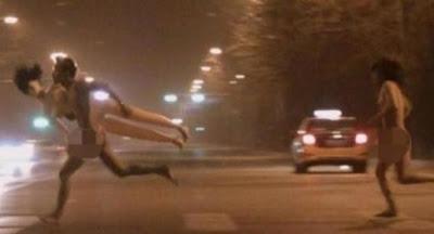 Foto: Heboh, Pasangan Bugil Lari Telanjang di Jalanan Beijing China | artis | unik | wanita | tips | foto | sepakbola
