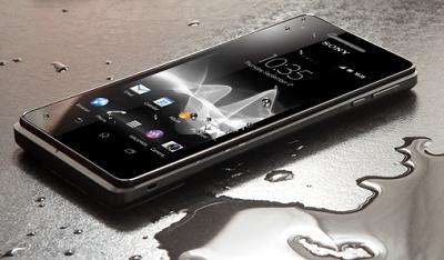 menyelamatkan ponsel terendam air banjir, cara mengatasi hp tercebur air, handphone mati kena air solusinya
