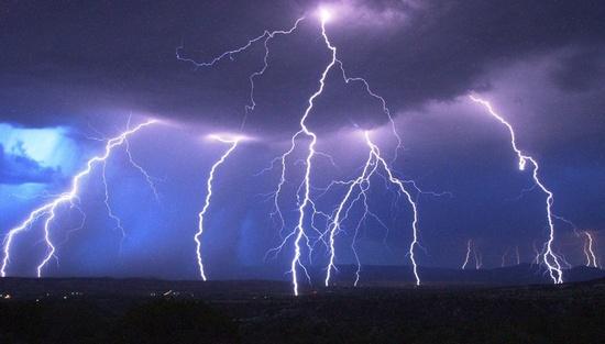 Responda só com imagens. - Página 18 Raios-em-um-tempestade-no-Arizona-USA