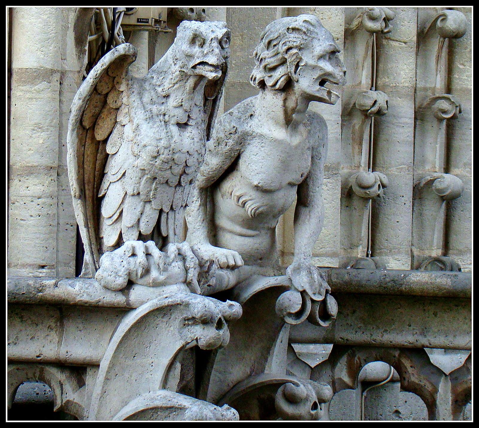 Me pregunto ¿dónde estaría puesta la imaginación de los arquitectos y  escultores de entonces para hacer estas figuras?