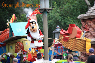 Goofy in the Mickey's Jingle Jingle Parade