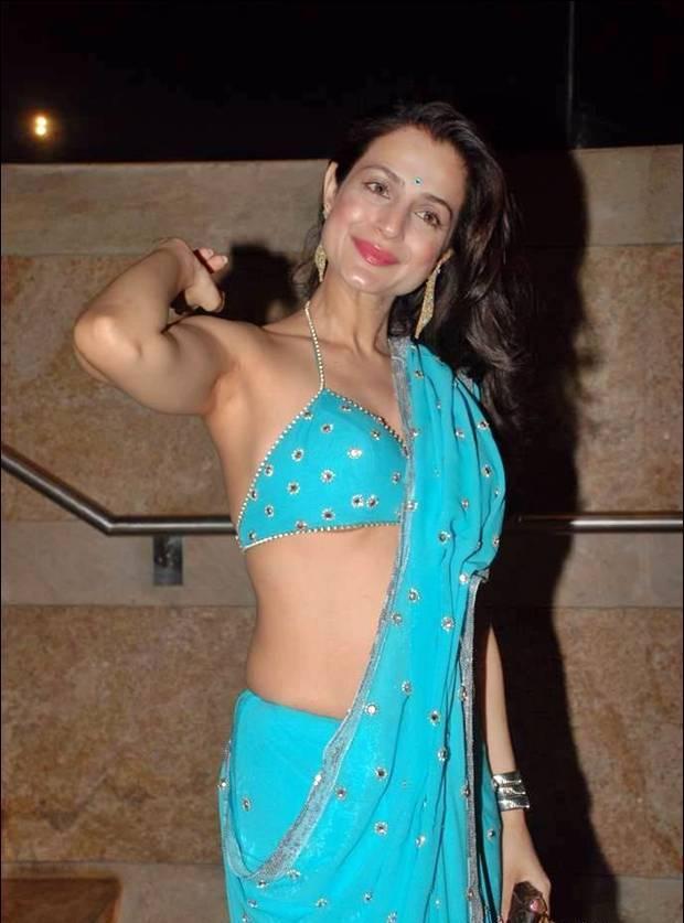 World Photo Zone Amisha Patel Beautiful Hot Pictures In Saree
