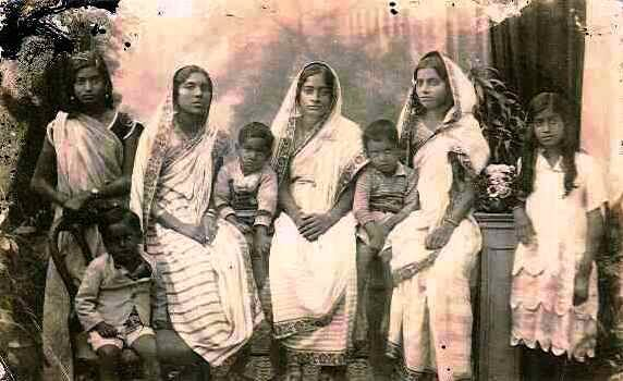 Daughter in laws of Lakshminarayan with his grandchildren. 75 years old photograph.