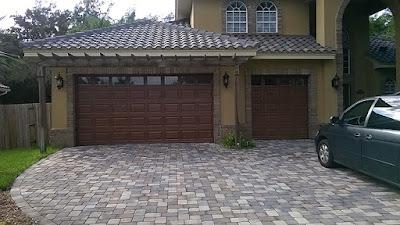 paint a garage door to look like wood