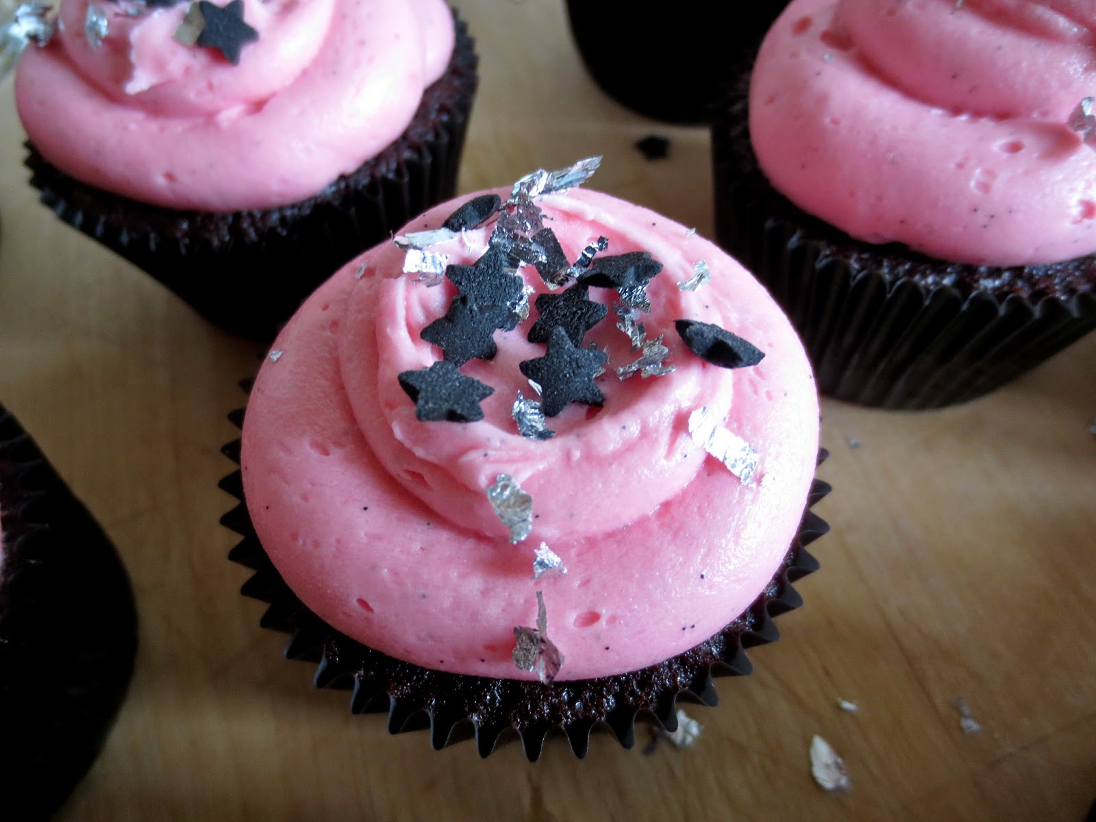 Cupcake Decorating Ideas Pink And Black : med k?rlig hilsen: Pink and Black Cupcakes