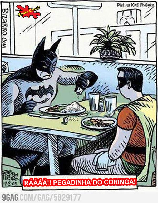 Coringa ataca novamente trollando o Batman e o Robin deixando a tampa do saleiro semi aberta para cair tudo no prato do morcegão que ficou bravo