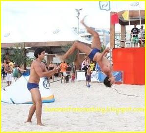 Rodrigo Simas E Seu Irmao De Sunga Na Praia