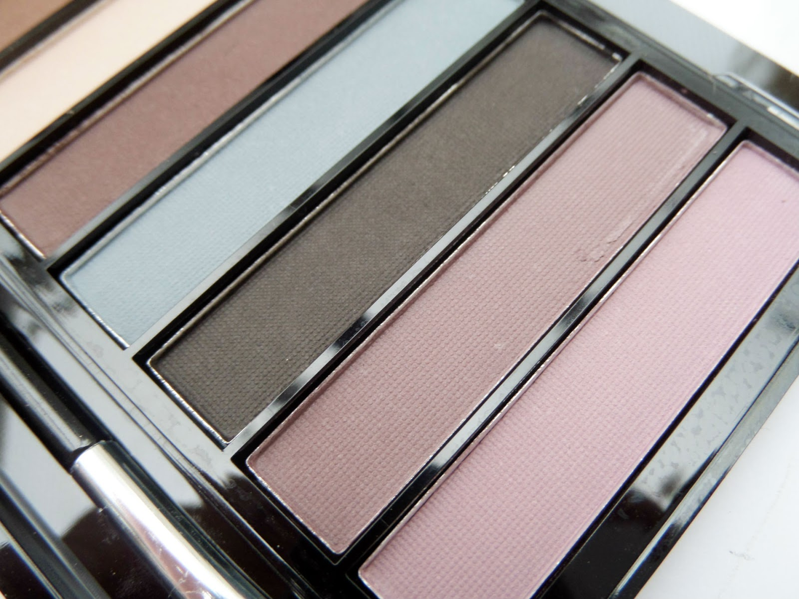 Makeup Revolution Essential Mattes Palette The Purples