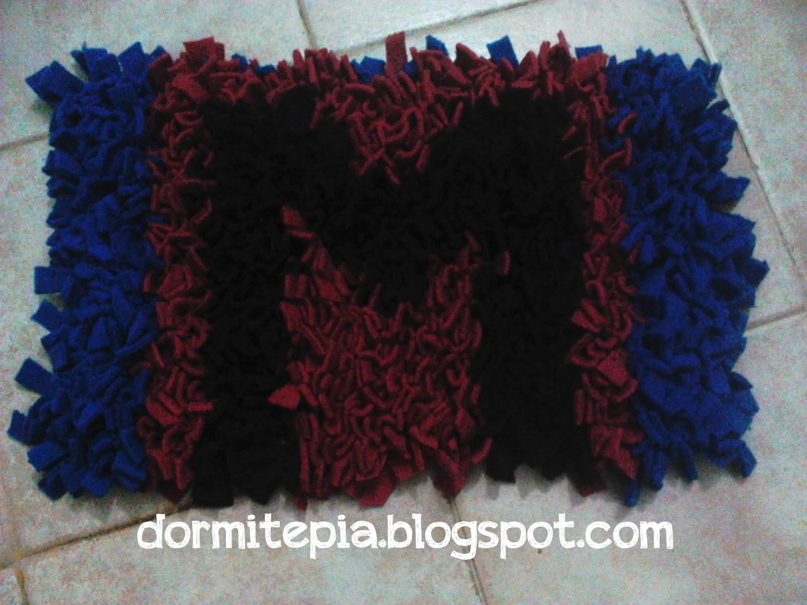 Dormite p a alfombra acolchonadita con retazos de tela - Como hacer alfombras con trapillo ...