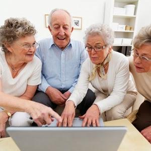 """El informe del Pew Research Center mostró que el 59% de los estadounidenses de la tercera edad usan más la web que hace un año (+6%). Y el 47% tiene una conexión de banda ancha de alta velocidad en el hogar. Aún así, un 41% no utiliza Internet en absoluto, y el 53% carece de conectividad de alta velocidad, hallaron los investigadores. Para la población total de Estados Unidos, Pew estima en 86% el uso de Internet. Los menores de 70 años con una buena situación económica y un alto nivel de educación """"están en realidad muy conectados"""", dijo Aaron"""